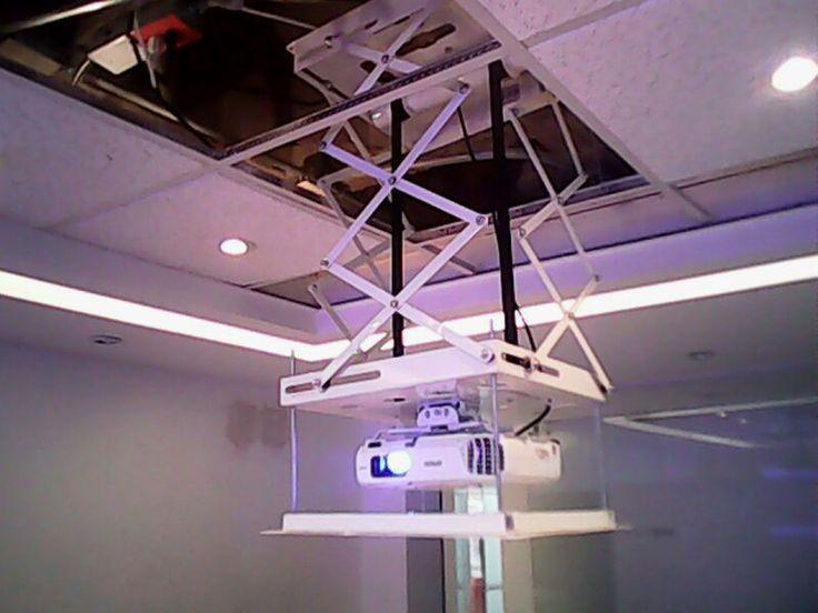 Montaje del video beam en techo drywall