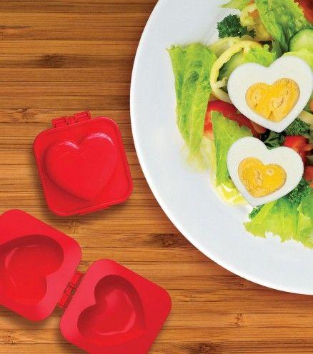 Un moule à oeufs qui vous permettra de mettre du coeur dans vos salades.