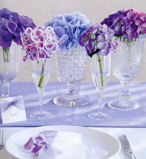 Natural purple hydrangeas and wedding table decorations
