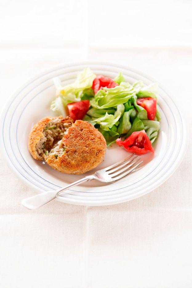 Semplici da preparare, ottimi per vegetariani e non e sono deliziosi anche freddi. Al posto della quinoa potete utilizzare bulgur a grana media e al posto dei borlotti i fagioli cannellini...