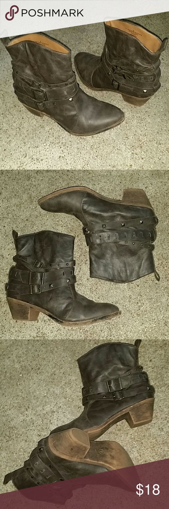 Mossimo Supply Co. enkle boots Mossimo Supply Co. enkle boots. New, never worn. Mossimo Supply Co. Shoes Ankle Boots & Booties