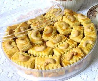 Bahan Membuat Kue Kacang Mede :    25 gram mentega  10 gram gula halus  2 butir kuning telur  25 gram tepung terigu protein sedang dan d...