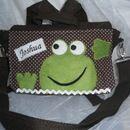 *Kindergartentasche*  mit Turnbeutel mit Namen im Froschdesign  für kleine Jungs (gerne auch in anderen Farben für kleine Mädchen)   Der Rucksack ist aus dunkelbrauner Canvasbaumwolle. Der...