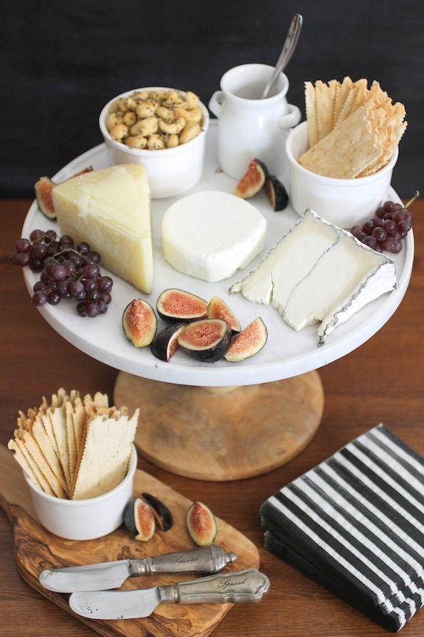 QUESOS -  Quesos varios, castañas de Cajú, uvas, higos, algo crocante ... y qué más ???