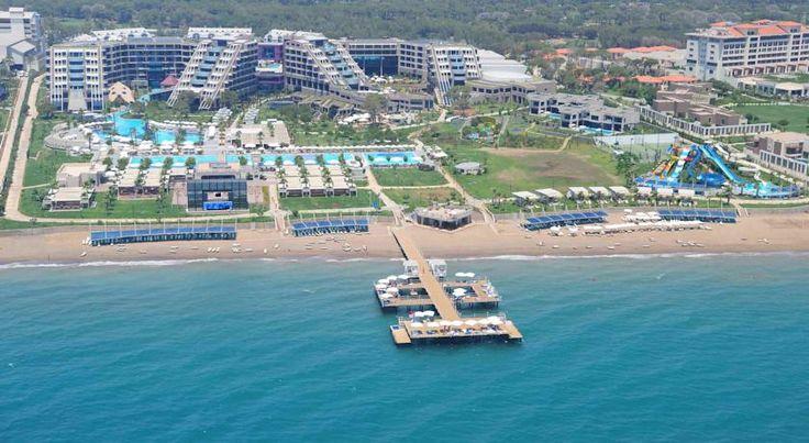 Курортный отель Susesi Luxury Resort располагает множеством прекрасных ресторанов, гости могут устроиться за столиком как в помещении, так и на открытом воздухе. Блюда итальянской кухни можно заказать в ресторане по меню.