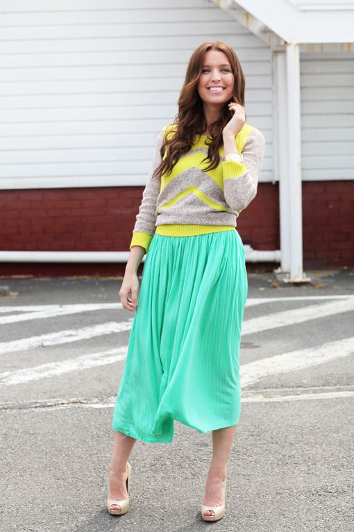 Love the skirt and Work Outfit| http://work-outfit-beulah.blogspot.com