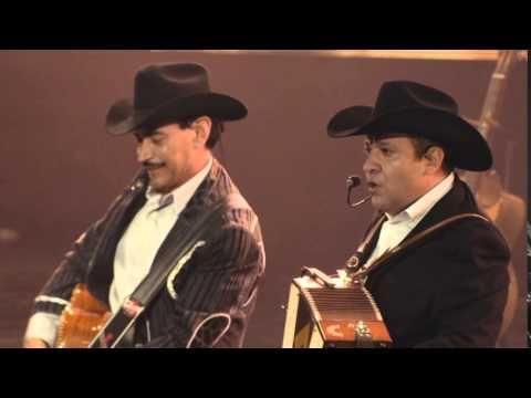 Grupo Pesado - Chiquilla Cariñosa (En Vivo) - YouTube