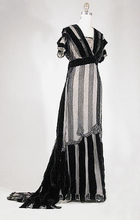 """Edwardian dress 1910--Seriously, why can't we still dress like this?  I mean, no, you probably wouldn't be able to breathe in it, or even sit down in it with all the """"gear"""" you'd have to wear under it for it to fit properly, but hey, who needs to sit or breathe that much? :) No  pain, no gain!  I love this!"""