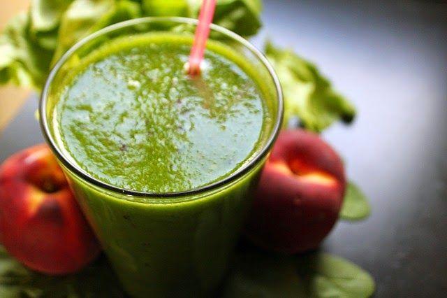 Los jugos verdes son las maneras más accesibles para alcalinizar tu cuerpo y darle las vitaminas y minerales que requiere. Ingredientes:  1 manojo de espinacas 1 manojo de perejil 4 zanahorias medianas 1 manzana