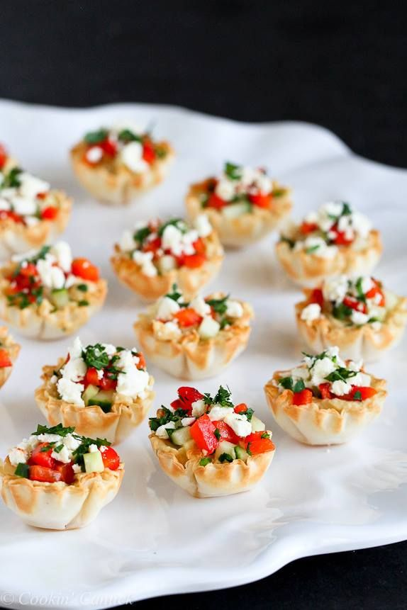 Mini Hummus & Roasted Pepper Phyllo Bites (15) 30 Athens mini fillo shells (2 boxes), defrosted ¾ c + 3 tbsp hummus ½ c diced English cucumber 1 roasted red pepper (2 halves), diced 1 ¼ oz. (1/4 c) crumbled feta cheese 2 tbsp minced flat-leaf parsley Directions: 1) Fill each mini fillo shell with 1 ½ teaspoon hummus. 2) Divide the cucumber, roasted red pepper, feta cheese and parsley evenly between the fillo shells.
