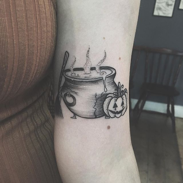 Wraps a bit,  lil witches cauldron for Louisa-  thank you!