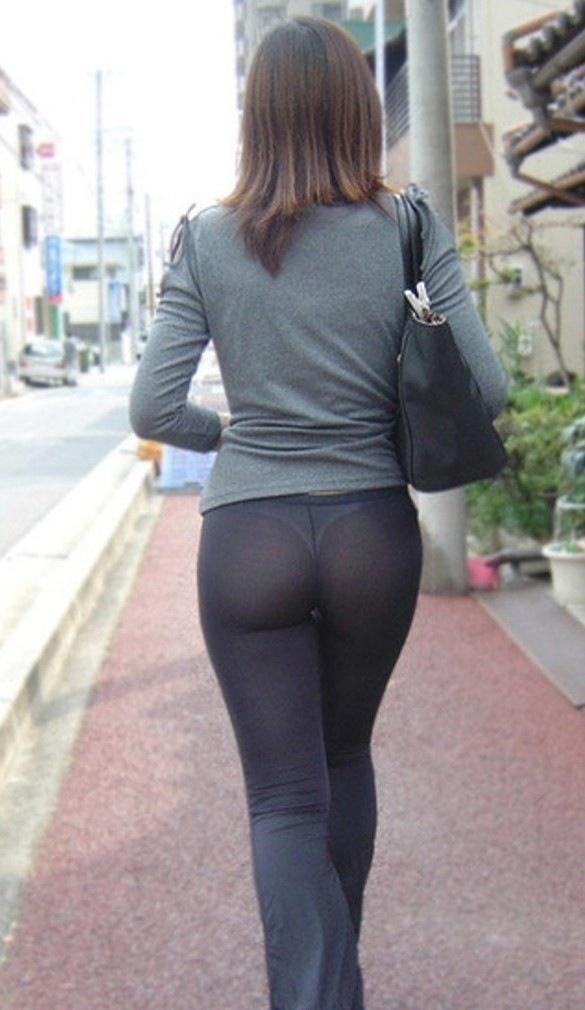 Candid voyeur big booty spandex legging sneaker store girl