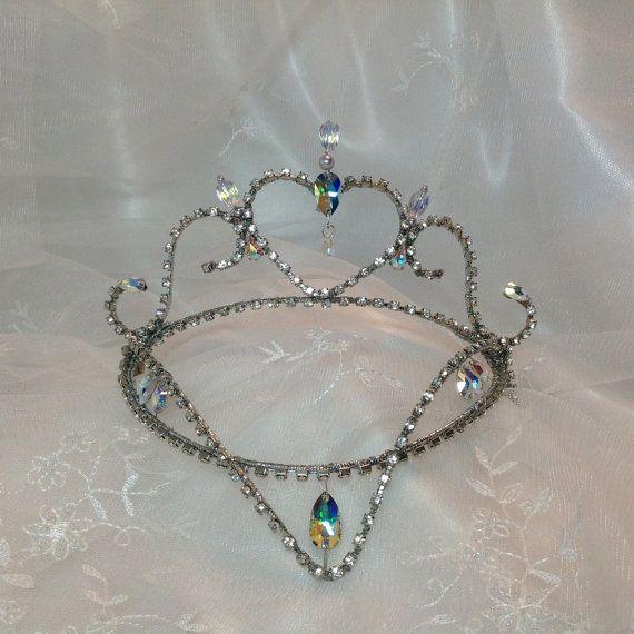 Casco de Ballet de hadas color lila. Tiara de por DesignsEnPointe