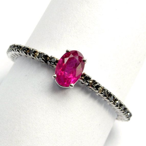 Ring in 18 kt gold with #ruby of 0,49 ct and natural brilliant-cut white #diamonds of 0,16 ct. The #ring is available in white gold, rose gold, yellow gold but you can also customize carats, quality, and color of #gemstones. All our #jewelry are made in italy. Contact us for any particular request.