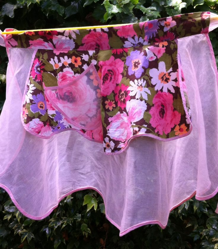 50s Reversible Sunday Best Half Apron with Pocket