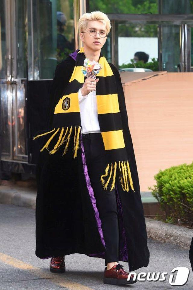 #Ken #Vixx Ken is flawless!! He is rocking the Harry Potter style!!! #Dynamite 160429