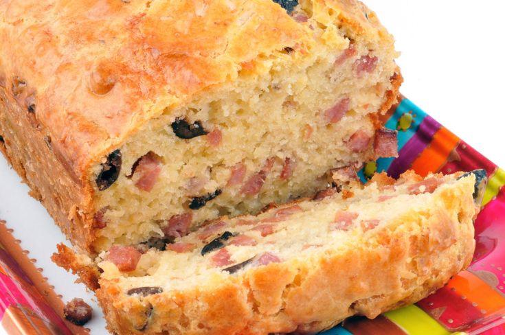 """750g vous propose la recette """"Cake aux lardons et olives au Brie Coeur de Lion"""" notée 4.1/5 par 230 votants."""