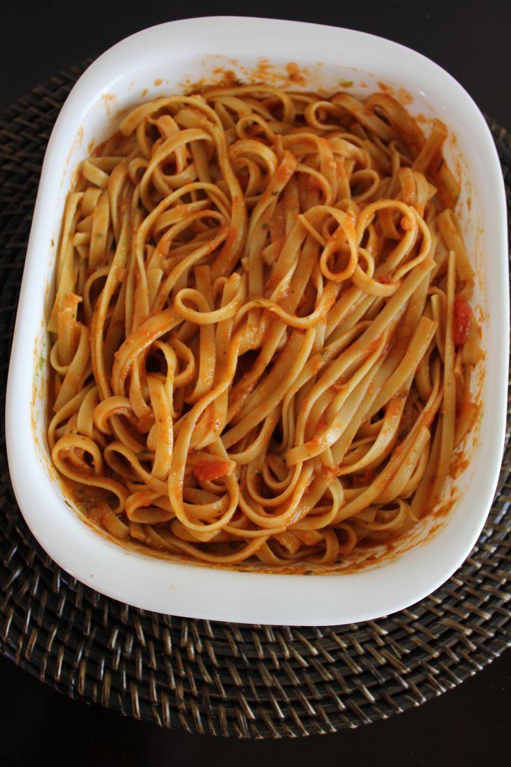 Fettuccine en Salsa Marinara y Pesto