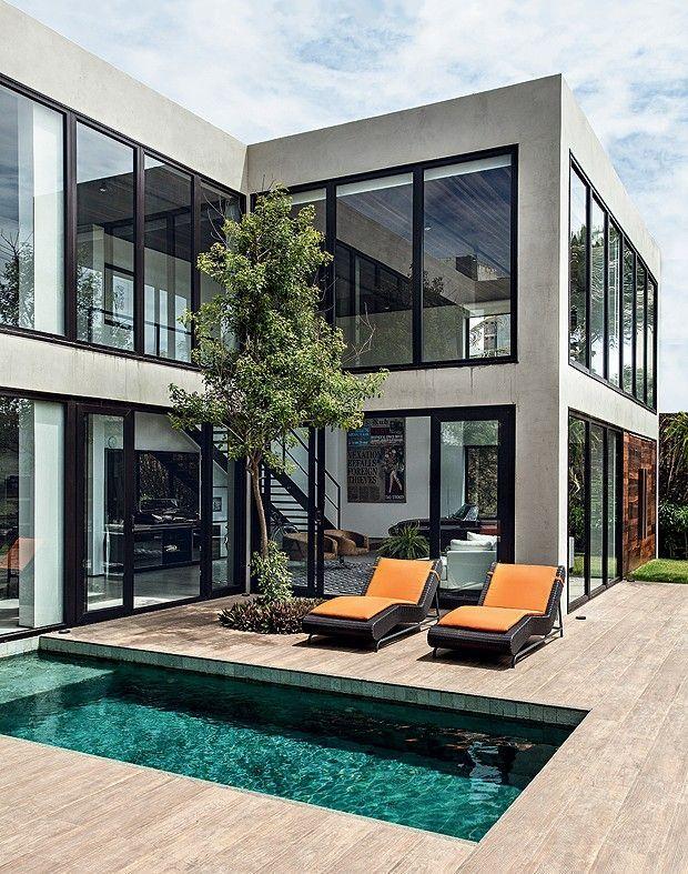 Doppelte Höhe Bein und Glasscheiben im Haus eines…