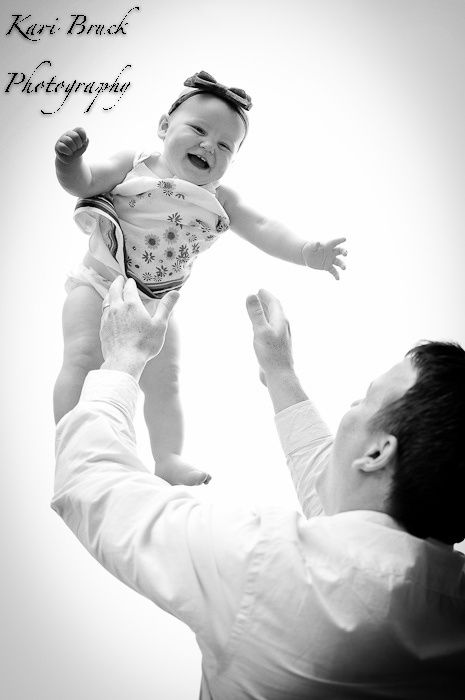 One year old first birthday photo shoot. Daddy throwing little girl up. 1 year old birthday picture idea or inspiration.