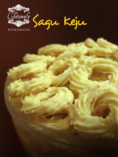 Sagu Keju, sagon rings with added cheese.