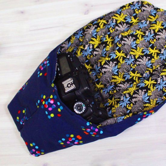 Make this awesome camera pouch, perfect for protecting your DSLR when you are out and about. Only takes 2 fat quarters to make!