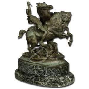 Emmanuel Frémiet<br>Cavaleiro e dois cavalos. Escultura de bronze patinado, sobre base ovalada; 40 cm de altura. Assinada na lateral direita: E. Frémiet. Base apresenta bicado.