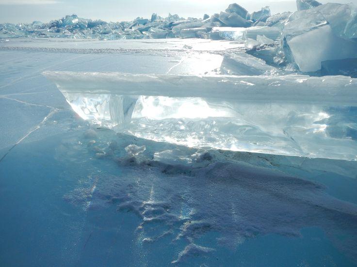 Eisformationen auf dem Baikalsee (Russland). #Weltenbau #Worldbuilding #Inspiration (CC BY-SA 2.0) skrattaren/Flickr