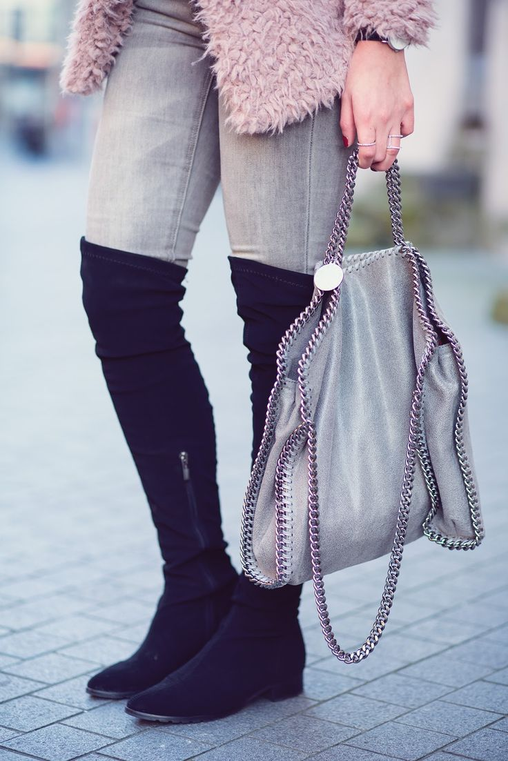 Overknees and Falabella