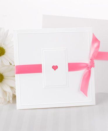 Inbjudningskort, Valentine med ett band i valfri färg. #calligraphenwedding #calligraphendetails #wedding #inbjudningskort #bröllop #invitations #bröllopskort #pink