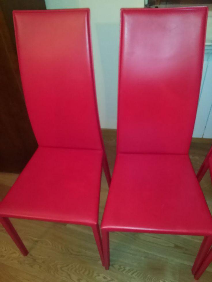 Ciao, sono Monia e vendo delle sedie in cuoio rosse dell'azienda Calligaris. Sono otto in totale, quattro in ottimo stato senza nessun difetto, quattro con due sedute che riportano lievissimi difet...