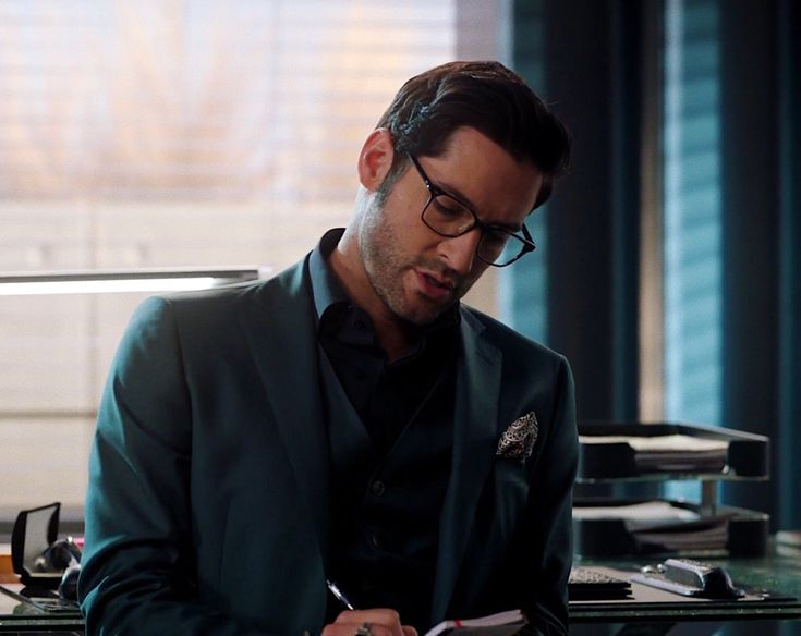 One of those instances when I don't know whether I'm looking at Tom Ellis or Lucifer.