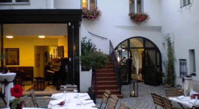Hotel Restaurant Goldener Anker - 3 Star #Hotel - $63 - #Hotels #Austria #HainburganderDonau http://www.justigo.eu/hotels/austria/hainburg-an-der-donau/restaurant-goldener-anker_50326.html