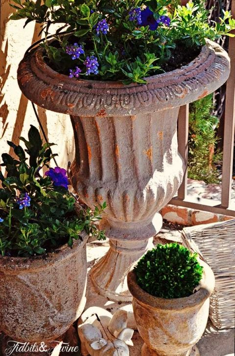 best 25 front porch flowers ideas on pinterest decorating front porches planting flowers and. Black Bedroom Furniture Sets. Home Design Ideas