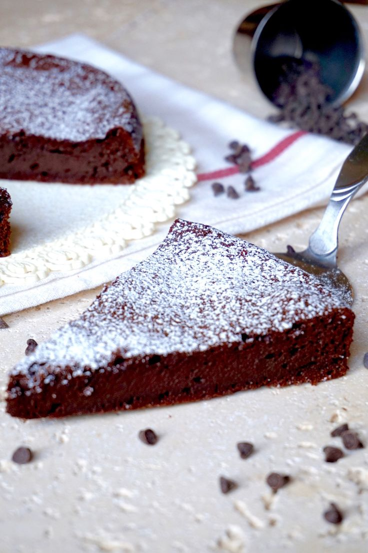TORTA AL CIOCCOLATO 3 INGREDIENTI Stupefacente! Una deliziosissima Torta al Cioccolato supersoffice e superfacile! servono solamente 3 ingredienti: Uova, C