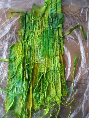 LITTLE WORKS OF ART: Ruth Issett Workshop 'Surfaces to Dye For'