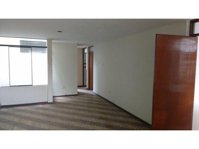 Vendo Departamento en Urb. MayorazgoTercer piso sin ascensor3 habitaciones2 baños completos1 cocheraLavanderíaCuenta con aires en el cuarto p...