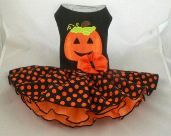 Vestido de perro. Fantasma de Halloween por Poshdog. por poshdog