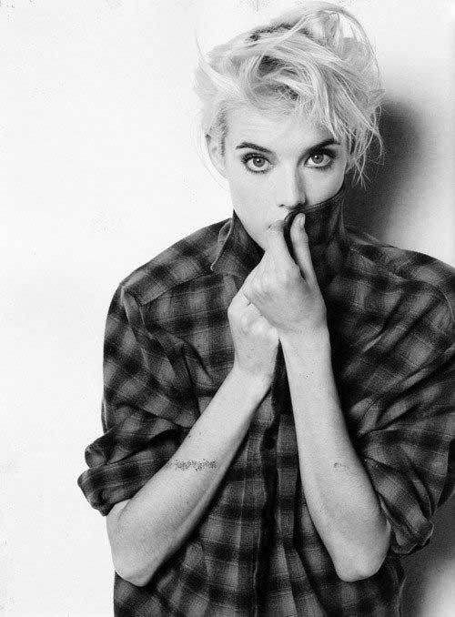 15 Messy Pixie Cuts: #1. Agyness Deyn Blonde Messy Pixie Cut