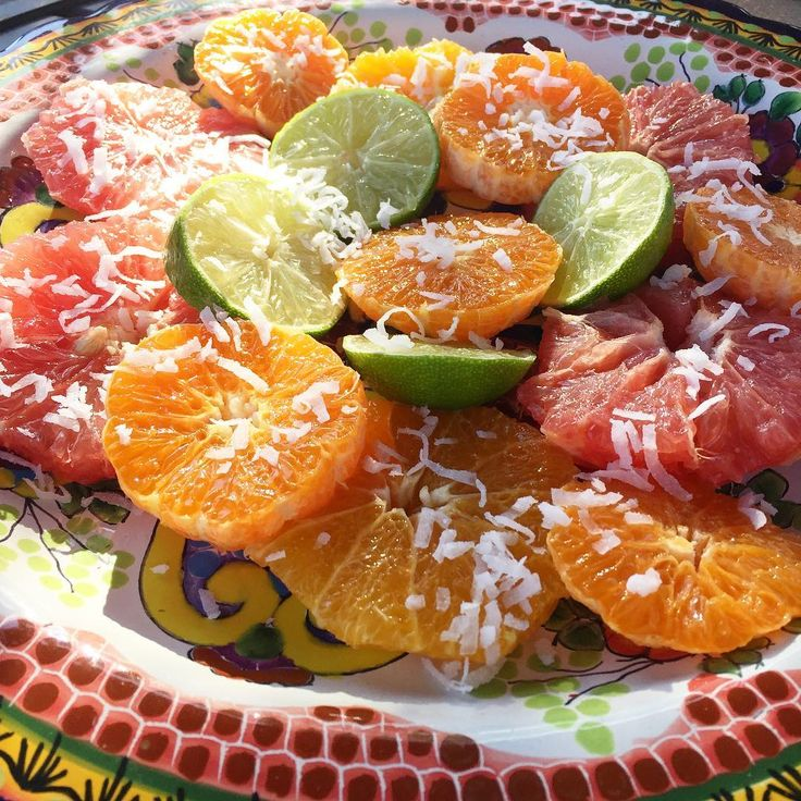 Citrus Festival with coconut lined 😋The music is beautiful, hear it on our youtube channel, you will not regret it 👌💕#oranges #clementine #grapefruit #lemon #coconut #music #latinmusic #fruits #colors #naranja #mandarina #pomelo #limon #coco #codiscos #breakfast #healthyfood #vegan #nature #desing #instagood #californiasaladart #newportbeach #healthy #detox