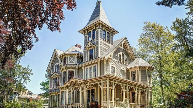 The home was built in 1876 by Dr. Mary Blair Moody, the first female physician in New Haven, and was next purchased by Albert Haasis, an executive of the Dixon Ticonderoga pencil company, who named it Chetstone.