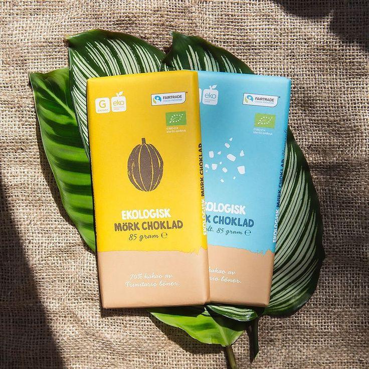 Här ser ni vår ekologiska choklad gjord på kakao odlad på Dominikanska Republiken. Genom att vi märkt den med Fairtrades råvaruprogram kan vi bidra till schyssta villkor för odlarna och deras samhällen! På @fairtradese har Kristina vår CSR-ansvarig skrivit sina ord om resan vi gjorde dit. by garantskafferiet
