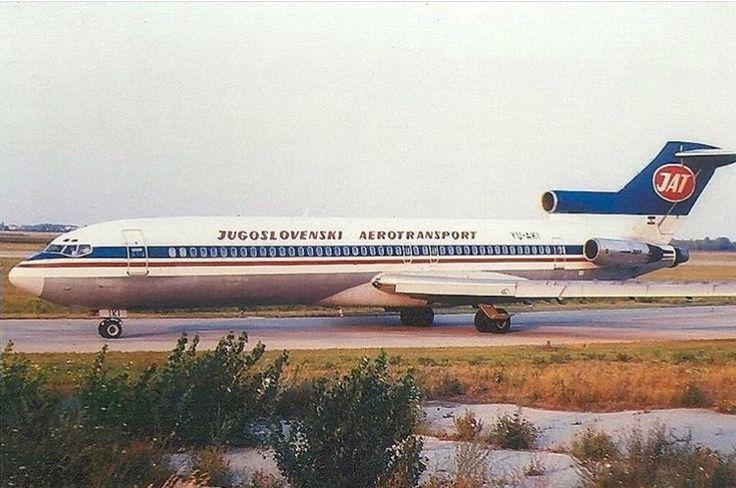 JAT Boeing 727-200