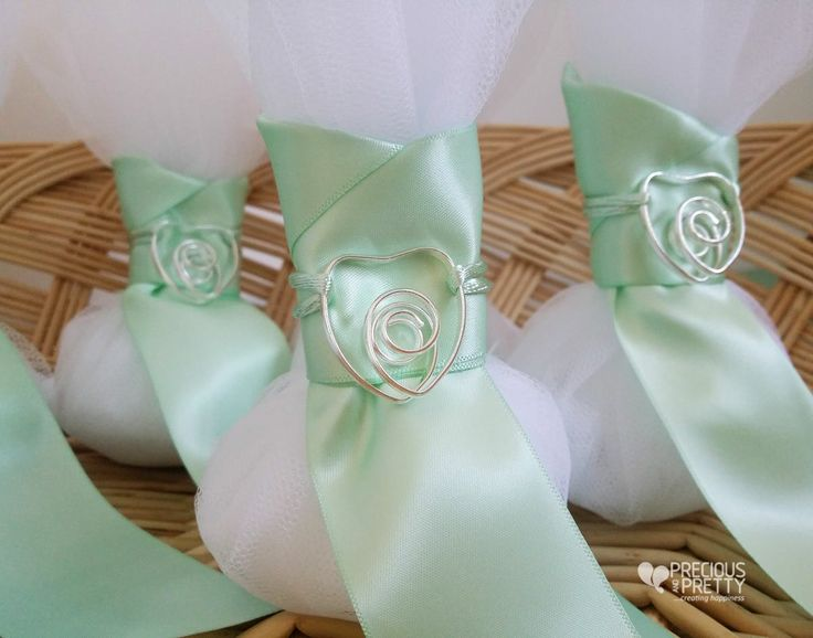 Mint wedding favors with a beautiful heart ornament #weddings #favors #bombonieres #mint #heart #jordan almonds #greece #preciousandpretty