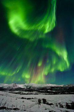 Nordlys, magi på nattehimmelen