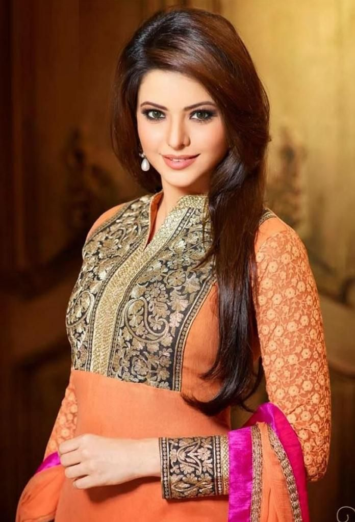 Aamna Sharif is an Indian actress and model. She is the daughter of an Indian father and Persian-Bahraini mother and was born on July 16, 1982 in Mumbai, India. She did her schooling at the St.