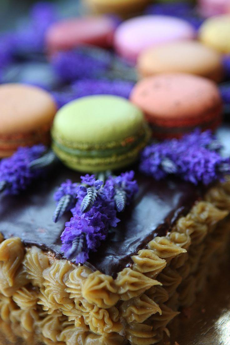 DIY birthday cake / Succès praliné & macarons & lavande