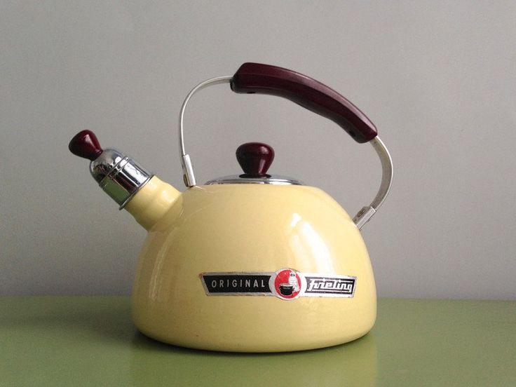 Vintage Krüge - ▲ FRIELING Emaille Pastell Teekessel Kanne 50er - ein Designerstück von ILoveSparrows bei DaWanda
