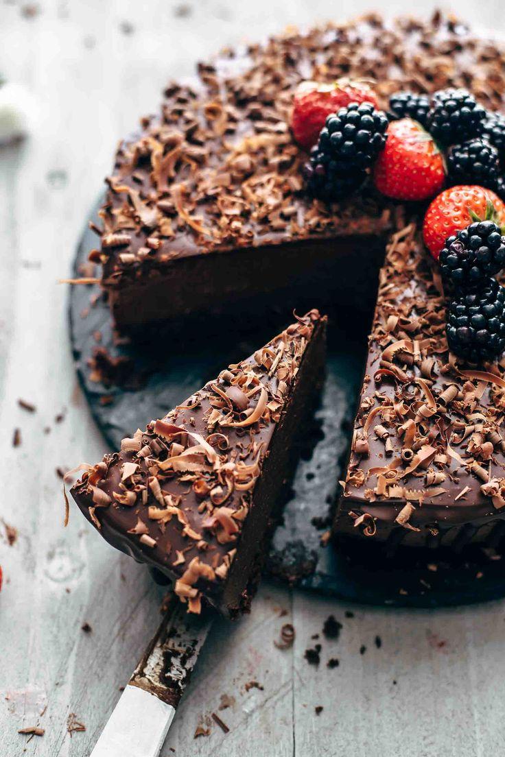 Dies ist DAS Schokoladen-Mousse-Kuchen-Rezept. Weiche und feuchte Schokoladenkuchenschicht zum …   – Also The Crumbs Please (Blog)