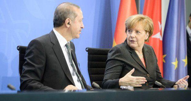 Aus bekannten Gründen, wie der Verfolgung von Journalisten, Gleichschaltung der Justiz oder Menschenrechtsverletzungen, verlangen immer mehr Politiker einen Abbruch der EU-Beitrittsverhandlungen mit der Türkei unter Erdogan.